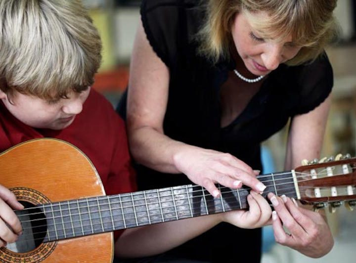 Are private music lessons better than group ones?
